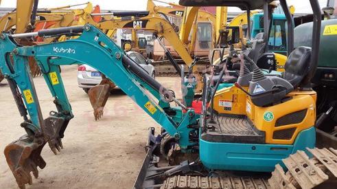 二手35挖掘机销售-个人急转让二手小松25挖掘机