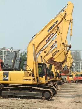 ||巴音郭愣||阿克苏||二手挖掘机市场||出售二手小松130-240-360挖掘机